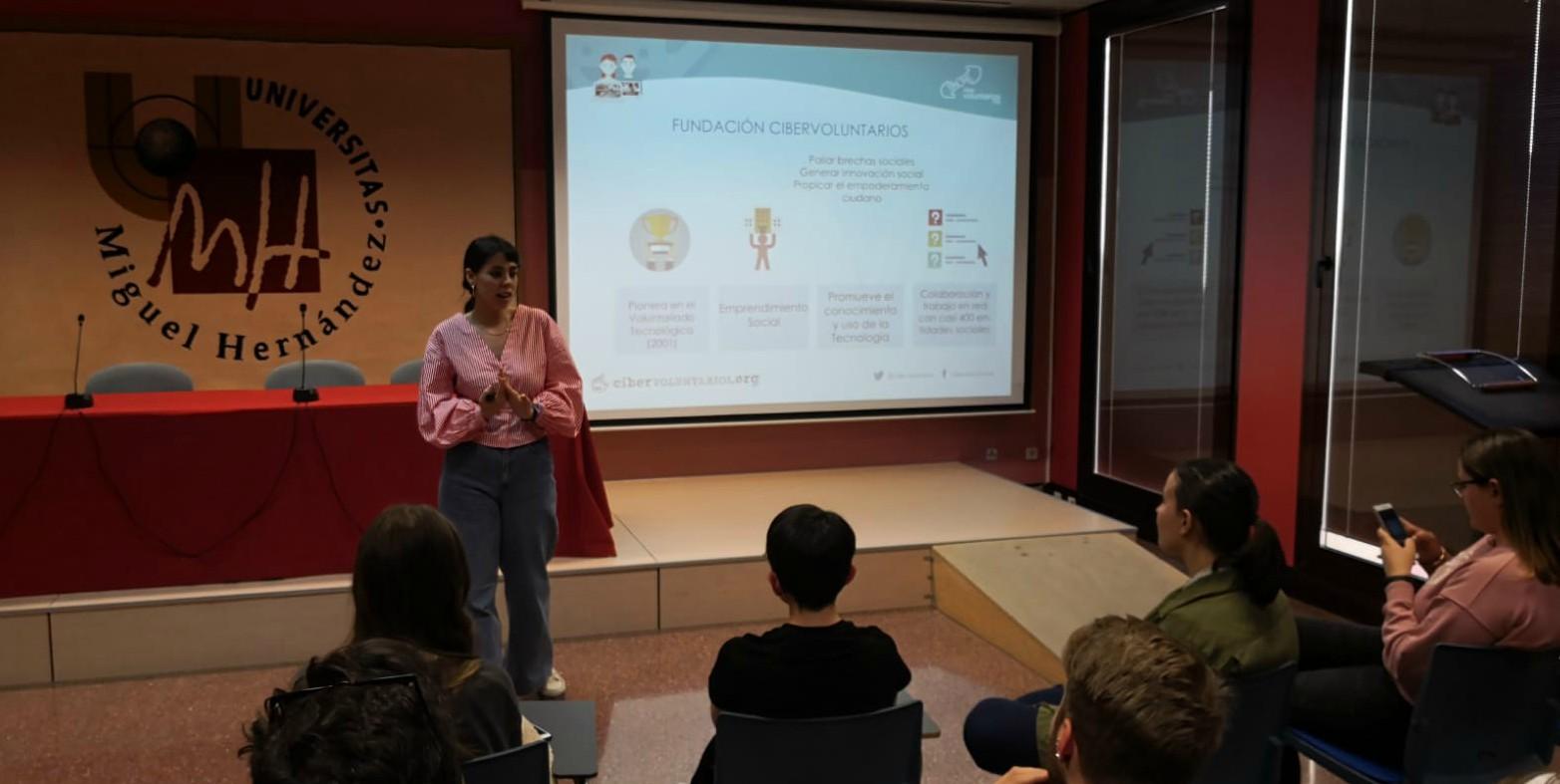 Intercambio de experiencias en cibervoluntariado e innovación social con los alumnos de la Universidad Miguel Hernández